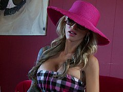 Sarah Jessie  A Girl From A Big City Searching For Big Dicks^beeg