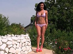 Well Shaped Euro Babes Posing By The Pool^beeg